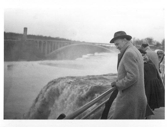 XVI - New York, erster und letzter Eindruck von Amerika - Bei Jack Dempsey wird gestreikt - Bei den Niagara-Fällen - Vertrauen und Achtung